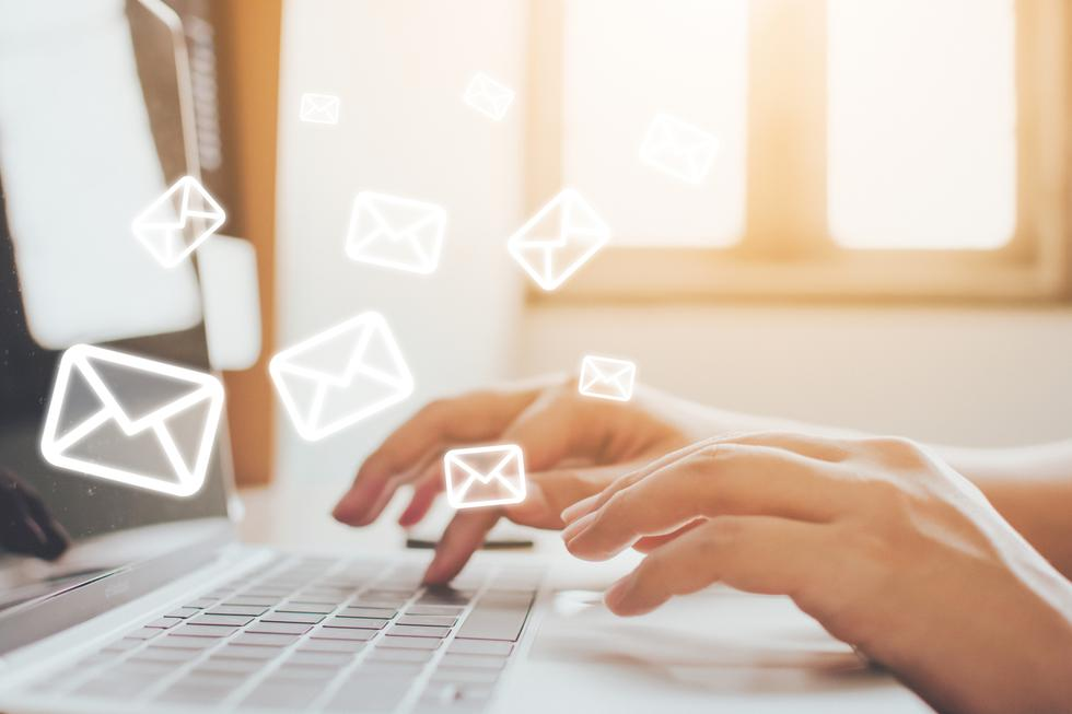 """Desde la aparición del COVID-19, el número de ataques por correo electrónico ha aumentado un 67%, y se prevé que los ataques conocidos popularmente como """"el timo del CEO"""", y que técnicamente se denomina Business Email Compromise (BEC) sigan creciendo durante 2021. A esta técnica se suman otras como el phishing, el ransomware o la distribución de malware a través de email. En general, según datos del fabricante de seguridad Mimecast, el envío de spam aumentó un 26% y el de blocked clicks un 56% durante los 100 primeros días del Covid-19. (Foto: iStock)"""