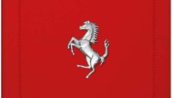 FOTO 6   Caballo encabritado. Ellibro está hecho a mano, encuadernado en cuero rojo y cosido a mano. En su tapa lleva el símbolo de Ferrari, elCavallino Rampante(caballo encabritado, en español).