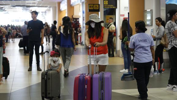 Mayoría de peruanos considera que pasaporte de vacunación hará seguros los viajes.