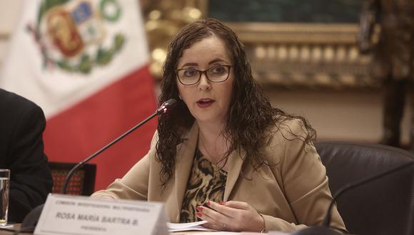 La presidenta de la comisión de Constitución, Rosa Bartra, negó que haya dilación en el debate del proyecto de adelanto de elecciones. (USI)