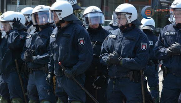 25 de setiembre del 2015. Hace 5 años -  Seguridad privada se queda sin polícias. Ejecutivo aprobó norma que declara incompatible el trabajo de policías y militares en ese rubro.