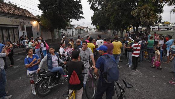 Miles de personas en Ureña y la vecina San Antonio, con aproximadamente 100.000 habitantes en conjunto, dependen de cruzar a Colombia para poder trabajar, estudiar, comprar medicinas y productos básicos. (Foto: AFP)