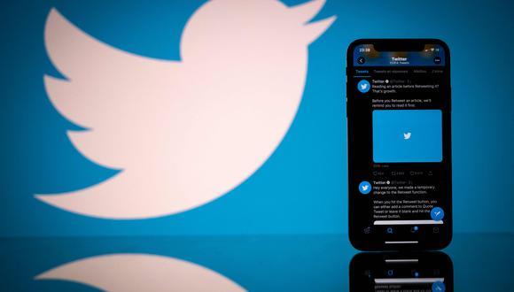 """Según la denuncia, Twitter dejó de informar sobre """"vistas del timeline"""" a fines del 2014 y ocultó el estancamiento o la disminución de la participación de los usuarios al informar descripciones vagas de las métricas de los usuarios. (Foto: AFP)"""