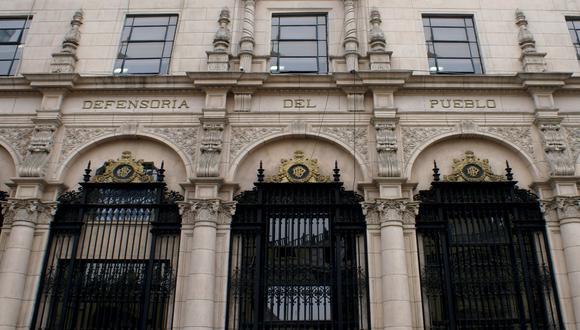 El pronunciamiento advierte que la iniciativa oficialista puede conllevar a la proliferación de medios de comunicación sin requisitos tecnológicos mínimos. (Foto: archivo Twitter @Defensoria_Peru)