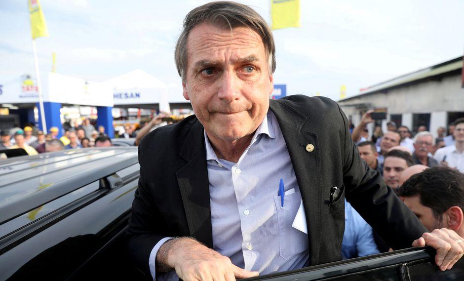 El diputado ultraderechista Jair Bolsonaro fue atacado por un desconocido cuando era cargado en hombros en medio de una multitud
