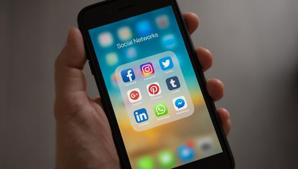 La proliferación de los teléfonos inteligentes ha permitido que  los usuarios registrados en las redes sociales estén en aumento.