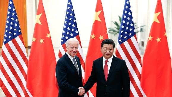 """Chinese President Xi Jinping (R) shakes hands with US Vice President Joe Biden (L) inside the Great Hall of the People in Beijing on December 4, 2013. Biden arrived in Beijing to raise concerns over a Chinese air zone ramping up regional tensions, looking to bolster ties while also underscoring alliances with Tokyo and Seoul. His trip follows weeks of furore after Beijing declared an """"air defence identification zone"""" (ADIZ) covering East China Sea islands disputed with Japan. AFP PHOTO / POOL (Photo by LINTAO ZHANG / POOL / AFP)"""