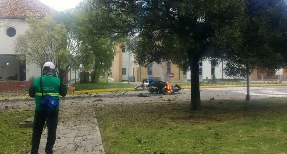 Testigos dijeron que escucharon una gran explosión que destruyó ventanas en los edificios adyacentes. (Foto: AP)