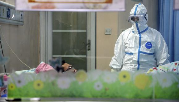 China anunció que detectó el martes 130 nuevos casos de infección asintomática de coronavirus en el país, en la primera vez que informa sobre este tipo de personas, que son portadores del virus pero no muestran ningún síntoma de la enfermedad. (Chinatopix via AP)