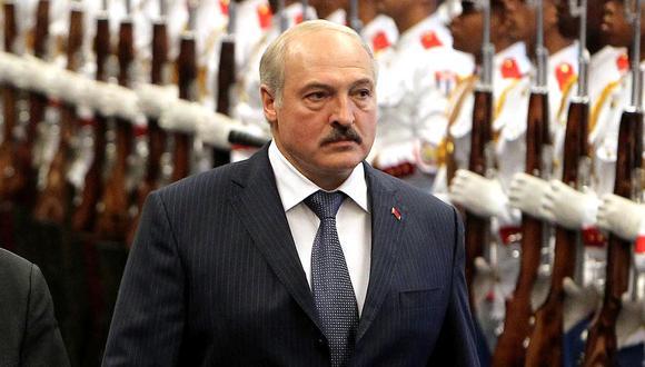 Según informó la Asociación Bielorrusa de Periodistas (ABP), más de una treintena de periodistas bielorrusos se encuentran ahora entre rejas, ya condenados o esperando juicio, pero muchos más han sido detenidos desde las fraudulentas elecciones de agosto de 2020 y las protestas que le siguieron. (Foto: AFP/Archivo)