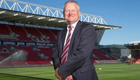 Steve Lansdown, de 66 años, amasó fortunaen los servicios financieros. (Foto: Bristol City)