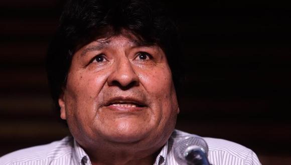 El expresidente de Bolivia Evo Morales realiza una rueda de prensa en Argentina luego de las elecciones en su país. (EFE/Juan Ignacio Roncoroni).