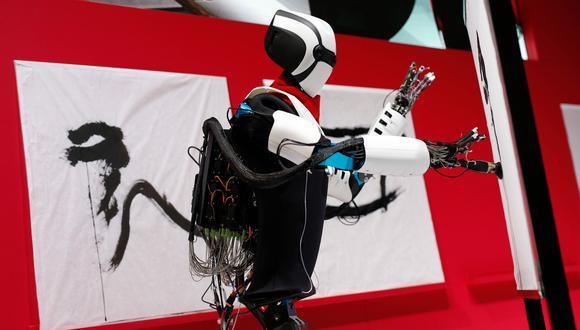 El 'robot pintor' se lució en el MWC 2018. (Foto: AFP)