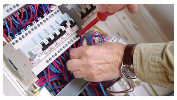 Servicios de electricidad son uno de los principales que se brindan en el sector mantenimiento.