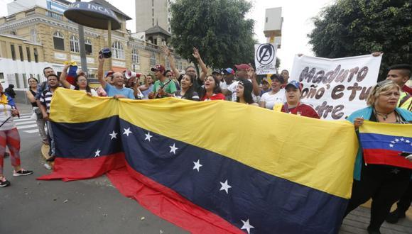 Los venezolanos se ubicaron en una parte de la avenida Arequipa para protestar contra Nicolás Maduro. (Mario Zapata/Grupo El Comercio)