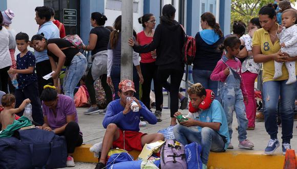 Más de 9 mil ciudadanos venezolanos ingresaron a Perú en el último día que no les fue requerido contar con pasaporte y visa humanitaria. (Foto: EFE)
