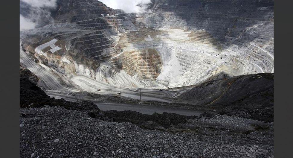 FOTO 2   Grasberg. Ubicada en la provincia de Papua en Indonesia, Grasberg no solo es la segunda mina de cobre más grande del mundo, sino también la mina de oro más grande del mundo (por reserva). Una empresa conjunta entre Freeport McMoRan (90.64%) y el gobierno de Indonesia (9.36%) y dirigida por PT Freeport Indonesia Co, produce una producción anual de 750,000 toneladas. Descubierta en 1988, con operaciones que comenzaron en 1990, Grasberg es una de las minas a cielo abierto más grandes del mundo. (Foto: Reuters)