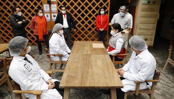 Un equipo del Gobierno visitó algunos restaurantes limeños para observar la puesta en marcha del protocolo. (Foto: Mincetur)