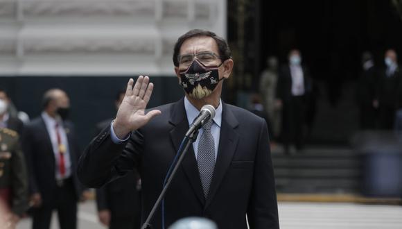 Salida del presidente Martín Vizcarra del hemiciclo principal del Congreso, declaraciones y disturbios en los exteriores. (Fotos: Renzo Salazar / @photo.gec)
