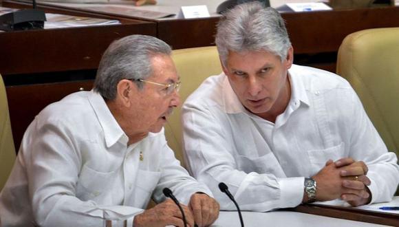 Raúl Castro promovió que Miguel Díaz-Canel ingresará en el Buró Político del Partido Comunista. (Foto: AFP).