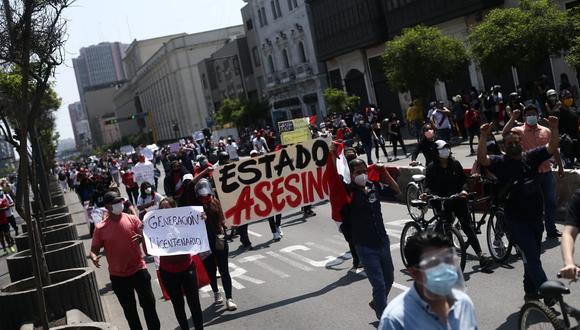 Dos muertos dejó la represión policial durante las marchas contra el régimen de Merino. (Foto: Jesús Saucedo / GEC)