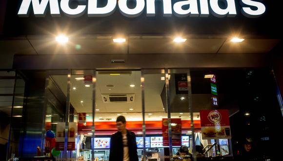 McDonald's Número estimado de franquicias: 36.900 Cuota inicial: $45.000  por un restaurante tradicional Inversión inicial estimada: $989.000-$2.2 millones  Cuota de servicio: 4% de las ventas netas Cuota por publicidad: No menos del 4% de las ventas netas (Foto: Getty)
