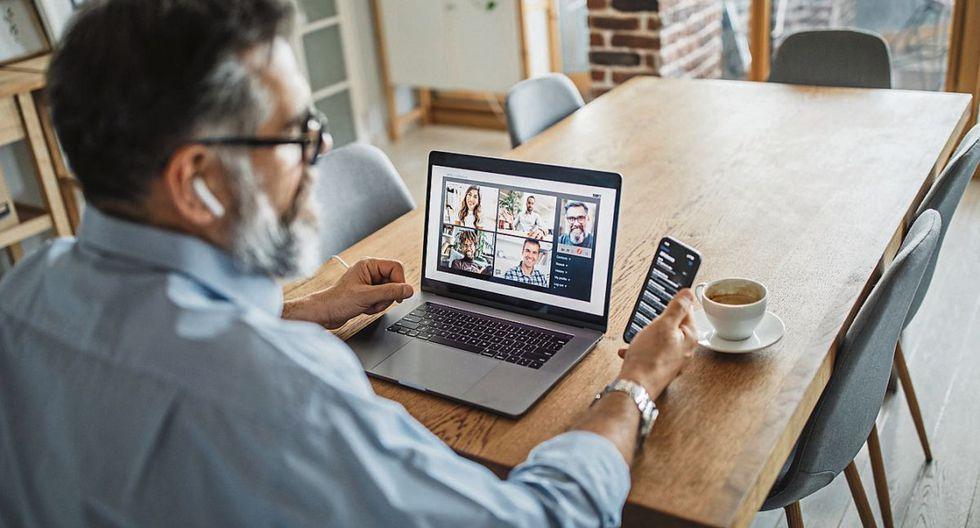 Entre las dinámicas de trabajo remoto que más presionan al colaborador, se encuentran las videoconferencias, sobre todo cuando varias personas participan. (Foto: iStock)
