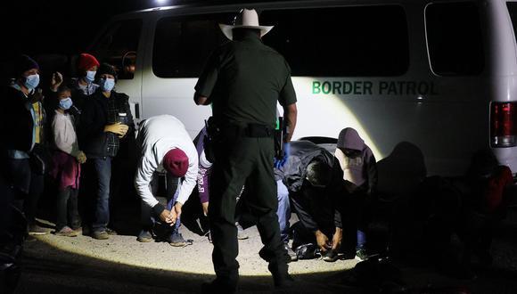 Biden se ha puesto a la defensiva por su manejo del número vertiginoso de migrantes que están llegando a la frontera, que incluye un número récord de menores no acompañados que han puesto a prueba la capacidad del Gobierno para cuidarlos. (Foto: Difusión)