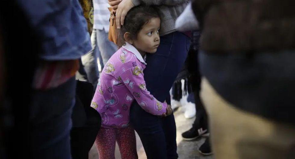 Estados Unidos   México   Así negocios privados y organizaciones criminales lucran con la crisis migratoria. (AP)