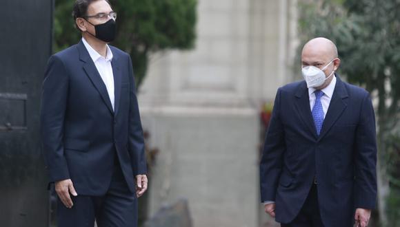 Martín Vizcarra y su abogado. (Foto: GEC)
