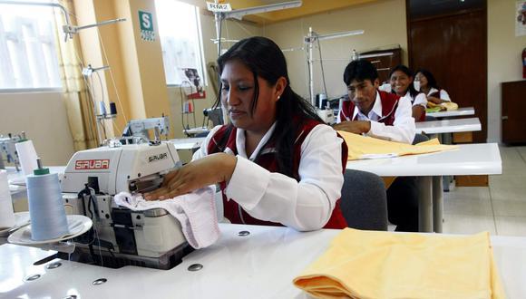 Recientemente se firmó más de 300 contratos con mipymes por un total de S/22 millones para la fabricación de mobiliario de los Juegos Panamericanos 2019. (Foto: GEC)
