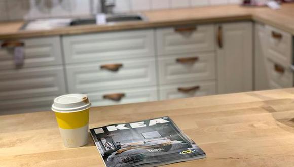 Su primera edición, que mostró el icónico sillón MK Wing, ascendió a 285,000 copias y fue distribuida en el sur de Suecia, mientras que la última, de este año, tuvo una edición de 40 millones de ejemplares. (Foto: REUTERS/Anna Ringstrom)