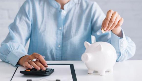 El ahorro es la acción de separar una parte de los ingresos que obtiene una persona o empresa con el fin de guardarlo para su uso en el futuro. (Foto: Freepik)