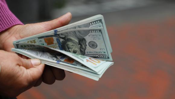 En el mercado paralelo o casas de cambio de Lima, el tipo de cambio se cotizaba a S/ 3.870 la compra y S/ 3.910 la venta de cada billete verde. (Foto: Juan Ponce / GEC)