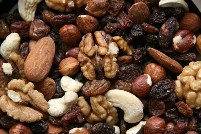 Consumir frutos secos como snacks durante el día ayudarán al cuerpo a recuperar y generar energía. (Foto: Pixabay)