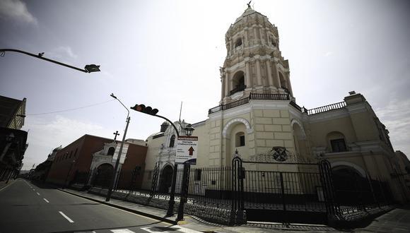 Una de las iglesias del Centro de Lima libre de tránsito de personas durante Semana Santa de 2020 debido a que el Gobierno del expresidente Vizcarra decretó aislamiento social obligatorio debido al COVID-19. (Foto: Joel Alonzo/GEC)