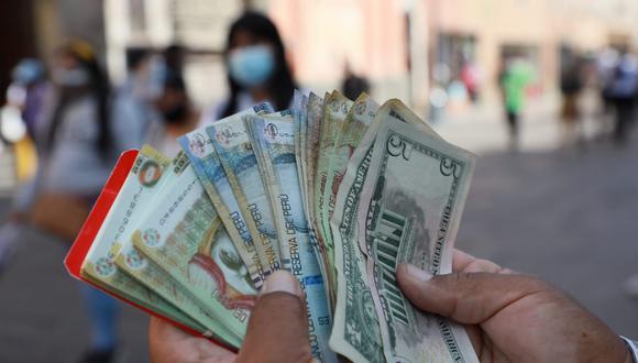 Tras los resultados de la ONPE, cotización del dólar inició la jornada del lunes con tendencia alcista, pero cerró en S/ 3.62. (Foto: GEC)