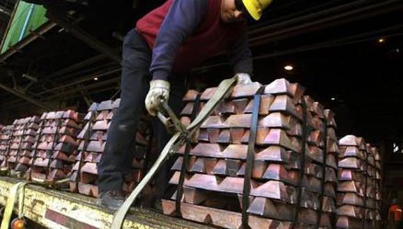 Las existencias de cobre en almacenes de la LME suman 91.150 toneladas, la mitad respecto a octubre pasado, y mínimo desde septiembre. (Archivo / GEC)
