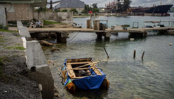 El repentino aumento de balseros que zarpan hacia la costa del sur de Florida es, como las protestas espontáneas que estallaron en La Habana el fin de semana pasado, una señal de que las condiciones de vida en la isla comunista se están deteriorando rápidamente a 16 meses del inicio de la pandemia. Un brote indómito de COVID está atravesando la isla, profundizando una crisis económica que comenzó cuando el benefactor del régimen, Venezuela, puso fin a su apoyo financiero tras el colapso del precio del petróleo en el 2014. (Foto: Bloomberg)