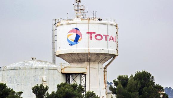 Total, como sus pares europeos Royal Dutch Shell Plc y BP Plc, se ha visto sometido a una presión cada vez mayor por parte de Gobiernos, consumidores e inversionistas para intensificar las medidas de lucha contra el cambio climático. (Bloomberg)