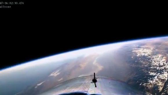Este es el momento en que la SpaceShipTwo se desacopla del jet y se dirige hacia el espacio. (Foto y video: Virgin Galáctica)
