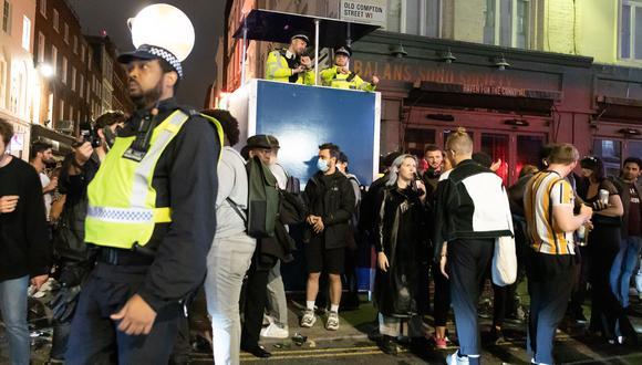 En Londres, decenas de personas protestaron en julio contra la obligación de llevar mascarilla en las tiendas y supermercados ingleses. (Foto: EFE)