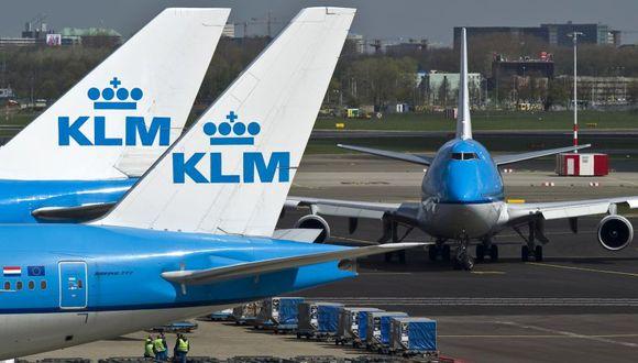 El despido directo amenaza los puestos de aproximadamente 1,500 trabajadores, lo que incluye 500 empleos entre el personal de tierra, 300 entre el de cabina, 300 pilotos y unos 500 puestos de la filial holandesa en el grupo aéreo Air France-KLM. (Foto: Bloomberg)