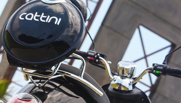 La promesa de una moto eléctrica es una autonomía de 25 a 30 km/h (dependiendo del peso y el modelo puede tener mayor recorrido), y con una carga de 6 a 8 horas.