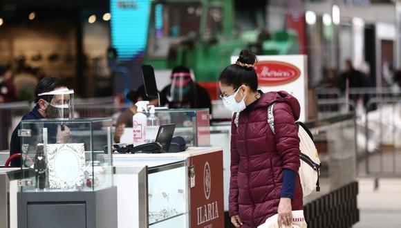 En los centros comerciales se ha reportado similares transacciones que años anteriores, pero son compras orientadas a productos de primera necesidad. (Foto: GEC)