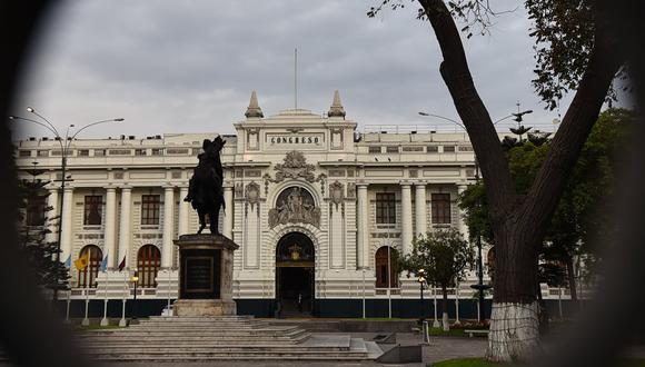El jueves, el Congreso del Perú aprobaron un proyecto de ley que permitiría a los trabajadores que no hayan pagado sus pensiones privadas durante al menos un año retirar todos sus ahorros en un período comprendido entre 70 y 190 días. (Foto: AFP)