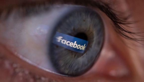 Facebook incidió en que este último año ha elaborado herramientas para reducir la difusión de las falsas noticias. (Foto: AFP)