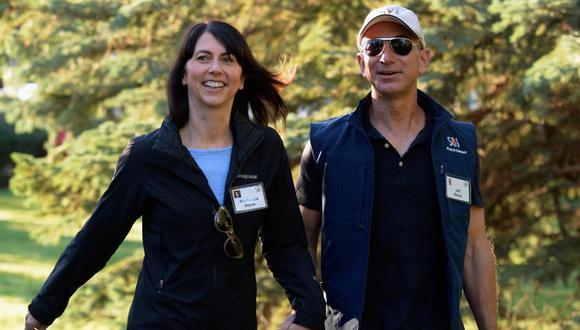 """""""Queremos informar a la gente de un acontecimiento en nuestras vidas"""", escribieron Bezos, de 54 años, y su esposa Mackenzie, de 48 años, en un tuit publicado en su cuenta personal.(AFP)."""