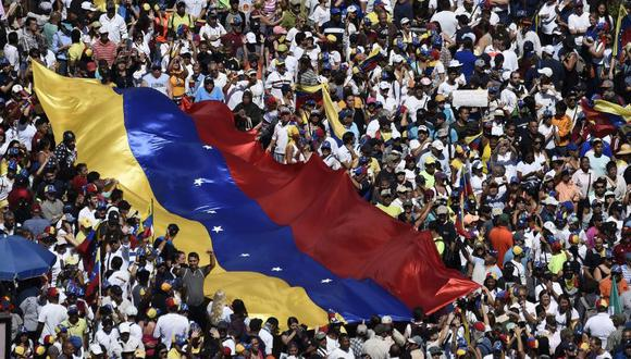 Multitudinarias movilizaciones atestiguan ese respaldo, en medio de un agravamiento de la crisis. (Foto: AFP)