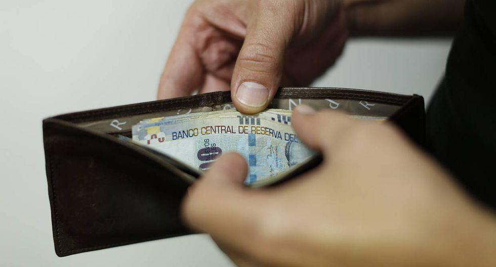 Expertos recomiendan a peruanos tratar de reducir sus gastos.